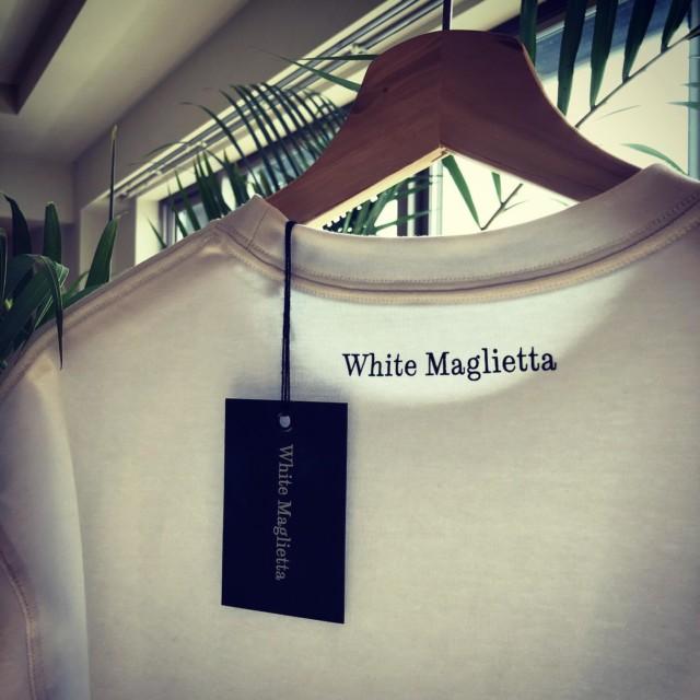 皆様 日頃よりお世話になっております。  新作のサンプルが上がって参りました。 情報解禁まで今しばらくお待ちくださいませ!  #白t  #white  #whitetshirt  #whitet  #whitemaglietta