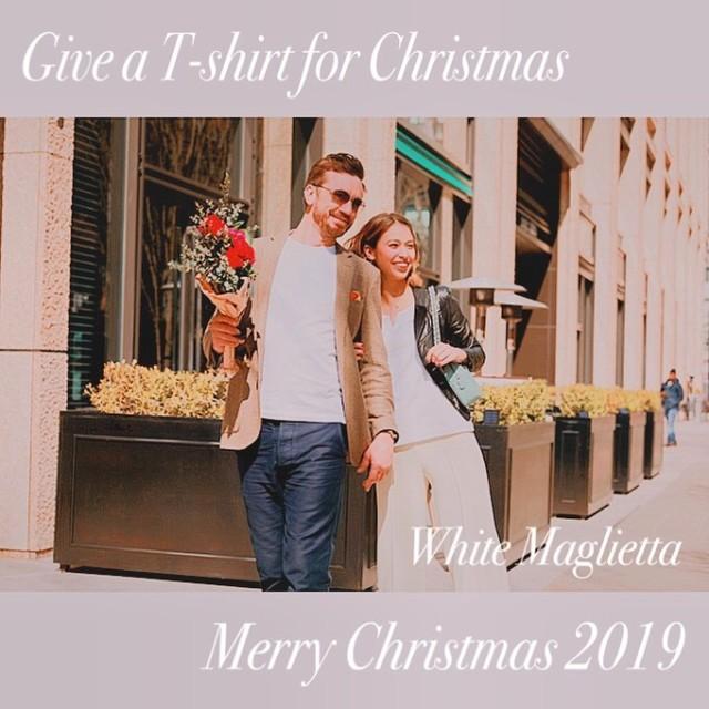 日頃よりご愛顧頂き誠にありがとうございます。  少し早い気がしますが、 弊社ブランドを立ち上げて初めてのクリスマスを迎えます🎄 是非、大切な方へのプレゼントにいかがでしょうか🎁  冬なのにTシャツ?と思う方もいらっしゃるかもしれませんが、 汎用性が高く1年を通して使えるのがTシャツなんです。 特に弊社で扱う生地は綿密度が高い為、風を通しにくく透けない、縮まないのも特徴の1つです。  そろそろライダースジャケットの下などに合わせるとピッタリですね!!  混み合うシーズンとなりますので、 ご購入に際してはお早めにご検討下さいますと幸いでございます。  #白t  #white  #whitetshirt  #whitet  #whitemaglietta  #christmas  #gift  #クリスマス